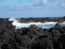Schwarze Felsen in Maui Lizenzfreie Stockbilder