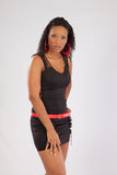 Schwarze Frau in der schwarzen Ausstattung Stockfoto