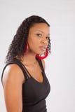 Schwarze Frau in der schwarzen Ausstattung Stockbilder