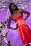 Schwarze Frau im Rot Lizenzfreies Stockbild