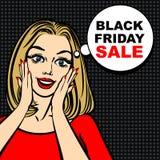 Schwarze Freitag-Verkaufsblase und -Pop-Art erstaunten nettes Mädchen Stockfotografie