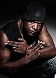 Schwarze Gangstermänner betriebsbereit, auf Dunkelheit zu kämpfen Stockbilder