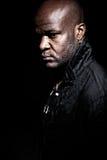 Schwarze Gangstermänner, die ernstes kontrastreiches schauen Stockfoto