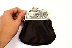 Schwarze Geldbörse mit Geld auf weißem Hintergrund stockfoto