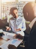 Schwarze Geschäftsleute, die eine Sitzung haben Lizenzfreies Stockfoto