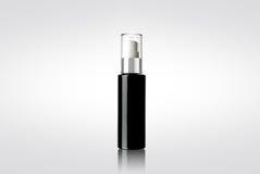 Schwarze glänzende kosmetische Sprühflasche Stockbilder