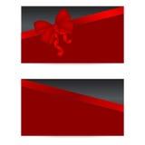 Schwarze Gutscheine mit roten Bändern Stockfotografie