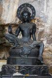 Schwarze Haut Buddhas und Höhlenhintergrund Lizenzfreies Stockbild