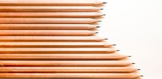 Schwarze Holzkohlen-Bleistiftanordnung Lizenzfreies Stockbild