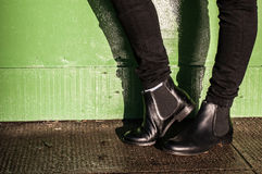 Schwarze Hosen- und Damenweinlesestiefel lizenzfreie stockfotografie