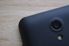 Schwarze intelligente Telefonkamera und -blitz lizenzfreies stockfoto