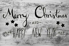 Schwarze Kalligraphie-frohe Weihnachten und guten Rutsch ins Neue Jahr, Gray Background Stockfotos