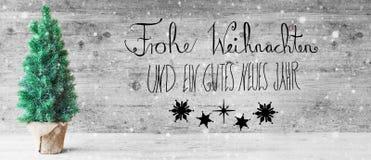 Schwarze Kalligraphie, Gutes Neues bedeutet guten Rutsch ins Neue Jahr, Weihnachtsbaum, Schneeflocken Stockfoto