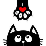 Schwarze Katze, die oben zum Pfotenabdruck mit rotem Herzen schaut Ich liebe Katzentext Lustiger Charakter der netten Karikatur K Lizenzfreie Stockbilder