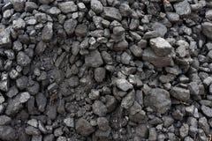 Schwarze Kohle auf einem Schlackenhaufen Lizenzfreie Stockbilder