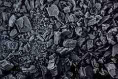 Schwarze Kohle im Reif Stockfotos