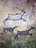 Schwarze Kohlenstofffarbe von Rotwild auf Sandsteinwand, prähistorisches Bild Stockfotos