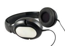 Schwarze Kopfhörer eingestellt mit einem Draht Stockfoto