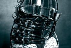 Schwarze Latexuniform mit Metallschnallen Stockbilder