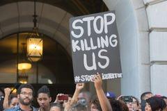 Schwarze Lebenangelegenheit Protestors, die ein Plakat während des Marsches auf C halten Stockfotos