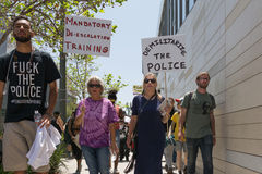 Schwarze Lebenangelegenheit Protestors, die ein Plakat während des Marsches auf C halten Stockfoto