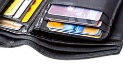 Schwarze lederne Mappe mit Kreditkarten schließen oben Lizenzfreie Stockbilder