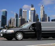 Schwarze Limousine in Singapur Stockfotografie