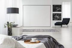 Schwarze Malereien im Schlafzimmerinnenraum lizenzfreie stockfotografie