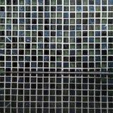 Schwarze Mosaikkeramikfliesen mit Reflexion lizenzfreie stockfotografie