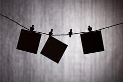 Schwarze Noten über grauen Hintergrund Lizenzfreies Stockbild