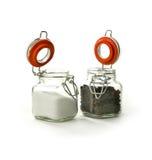 Schwarze Pfefferkörner und Salz Lizenzfreies Stockfoto