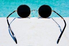 Schwarze runde Sonnenbrillen Lizenzfreie Stockbilder