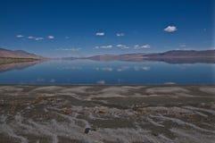 Schwarze Sande von Walker Lake Nevada lizenzfreies stockfoto