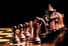 Schwarze Schachstücke stockfoto