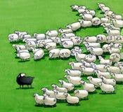 Schwarze Schafe in der Menge Stockbild