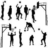 Schwarze Schattenbilder von den Männern, die Basketball auf einem weißen Hintergrund spielen Stockfotos