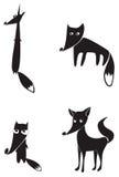 Schwarze Schattenbilder von vier Füchsen Stockfotos