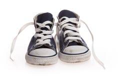 Schwarze Schuhe der Weinlese auf weißem Hintergrund Stockfotografie