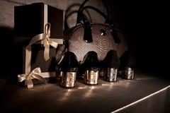 Schwarze Schuhe der Zusammensetzung mit kalten Fersen Abschluss oben Lizenzfreie Stockbilder