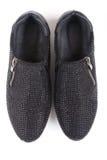 Schwarze Schuhe mit Bergkristallen, Draufsicht Stockfotos