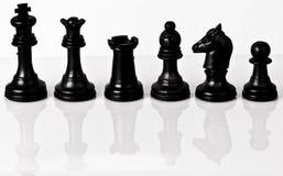 Schwarze Soldaten des Schachs Stockfotos
