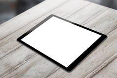Schwarze Tablette auf Holztisch mit lokalisiertem weißem Schirm für Modell Lizenzfreies Stockfoto