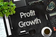 Schwarze Tafel mit Gewinn-Wachstums-Konzept Wiedergabe 3d Lizenzfreie Stockfotografie