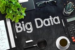 Schwarze Tafel mit großem Daten-Konzept Wiedergabe 3d Stockfoto