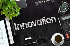 Schwarze Tafel mit Innovations-Konzept Wiedergabe 3d Stockfoto