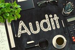 Schwarze Tafel mit Rechnungsprüfungs-Konzept Wiedergabe 3d Lizenzfreie Stockfotos