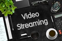 Schwarze Tafel mit strömendem Videokonzept Wiedergabe 3d Stockbilder