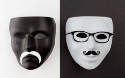 Schwarze traurige und weiße glückliche Masken Stockbild
