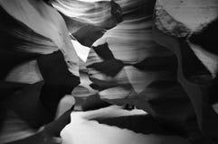 Schwarze u. weiße Felsformationen, untere Antilopen-Schlucht, USA stockbild