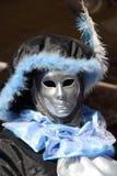 Schwarze und blaue lordling Maske am Karneval von Venedig stockbild